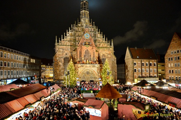 The Christkindlesmarkt in Nuremberg near the Church of Our Lady (photo by frankenradar.de)
