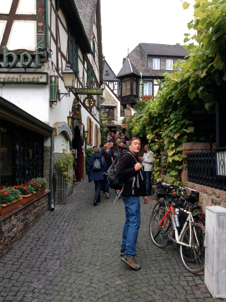 Bill walking along a narrow street in Rüdesheim, 10-18-14