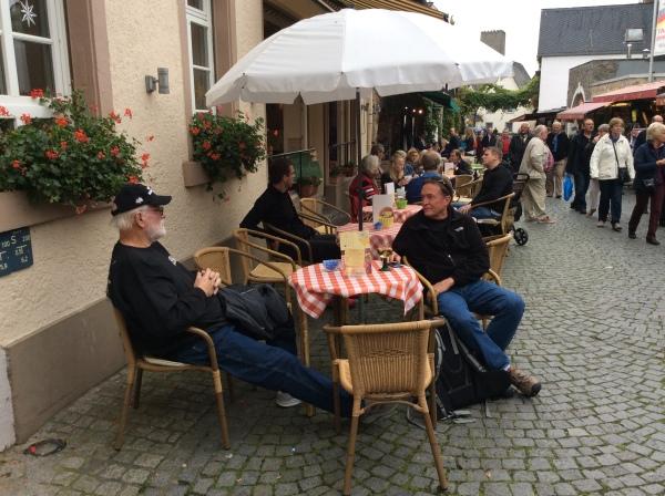 Ross & Bill relaxing in Rüdesheim, 10-18-14