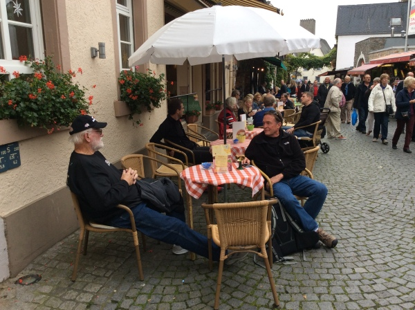 Ross & Bill relaxing in Rüdesheim, 10-18-14