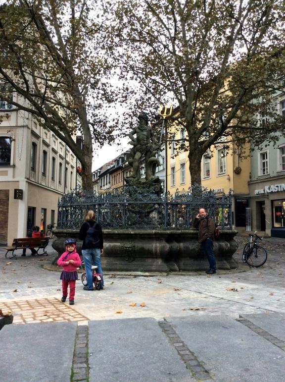 Neptune Fountain in Grüner Markt, 10-21-14