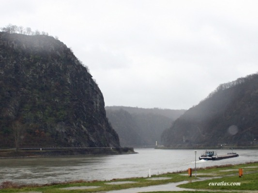 Lorelei rock along the Rhine River (from euratlas.com)