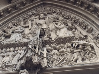 Closeup of the figures above the door (photo by Lois)