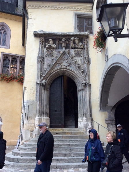 Through the gateway to the Rathausplatz, 10-23-14