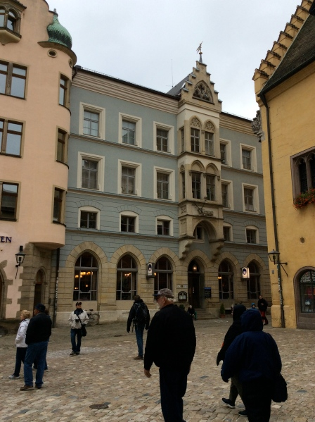 Bill & Ross, center, in the Rathausplatz 10-23-14