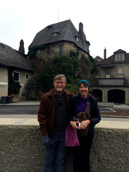 Fox & Lois in front of an interesting house (10-25-14)