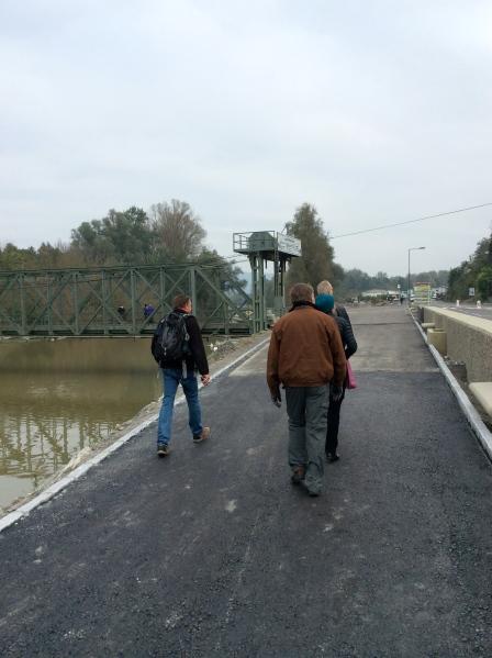 Bill, Fox, Lois, & Bill G. walking toward the bridge (10-25-14)