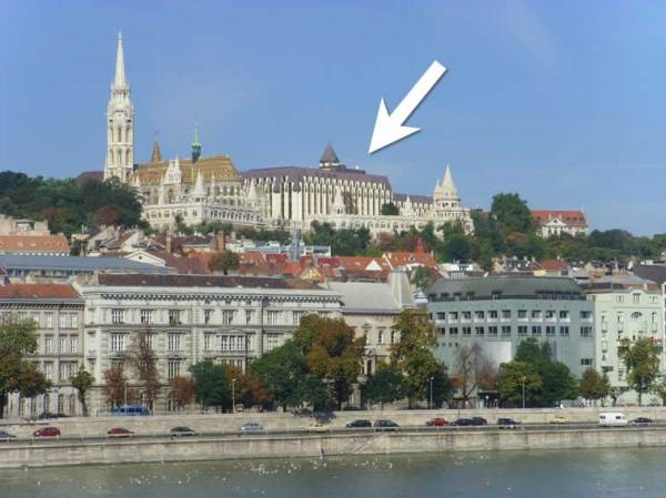 This shows where our hotel is located, right beside the Matthias Church (photo from anna.aero)