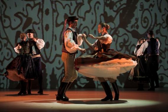 Hungarian-folk-show-Budapest