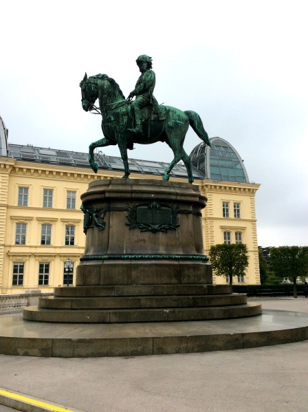 The statue on the Albertina terrace (10-6-14)