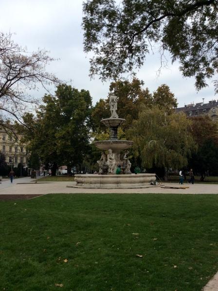 The statue in Erzsébet tér (10-30-14)