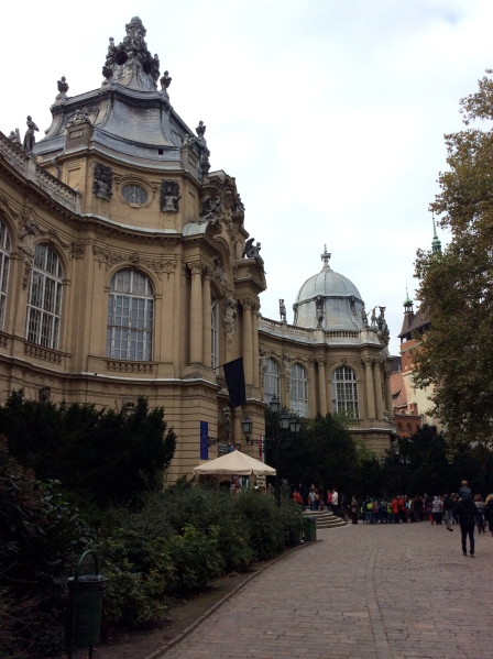 A long line waiting to get into the Museum (10-30-14)