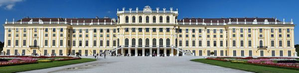 A last look at the rear of the Palace (photo from Wikipedia)